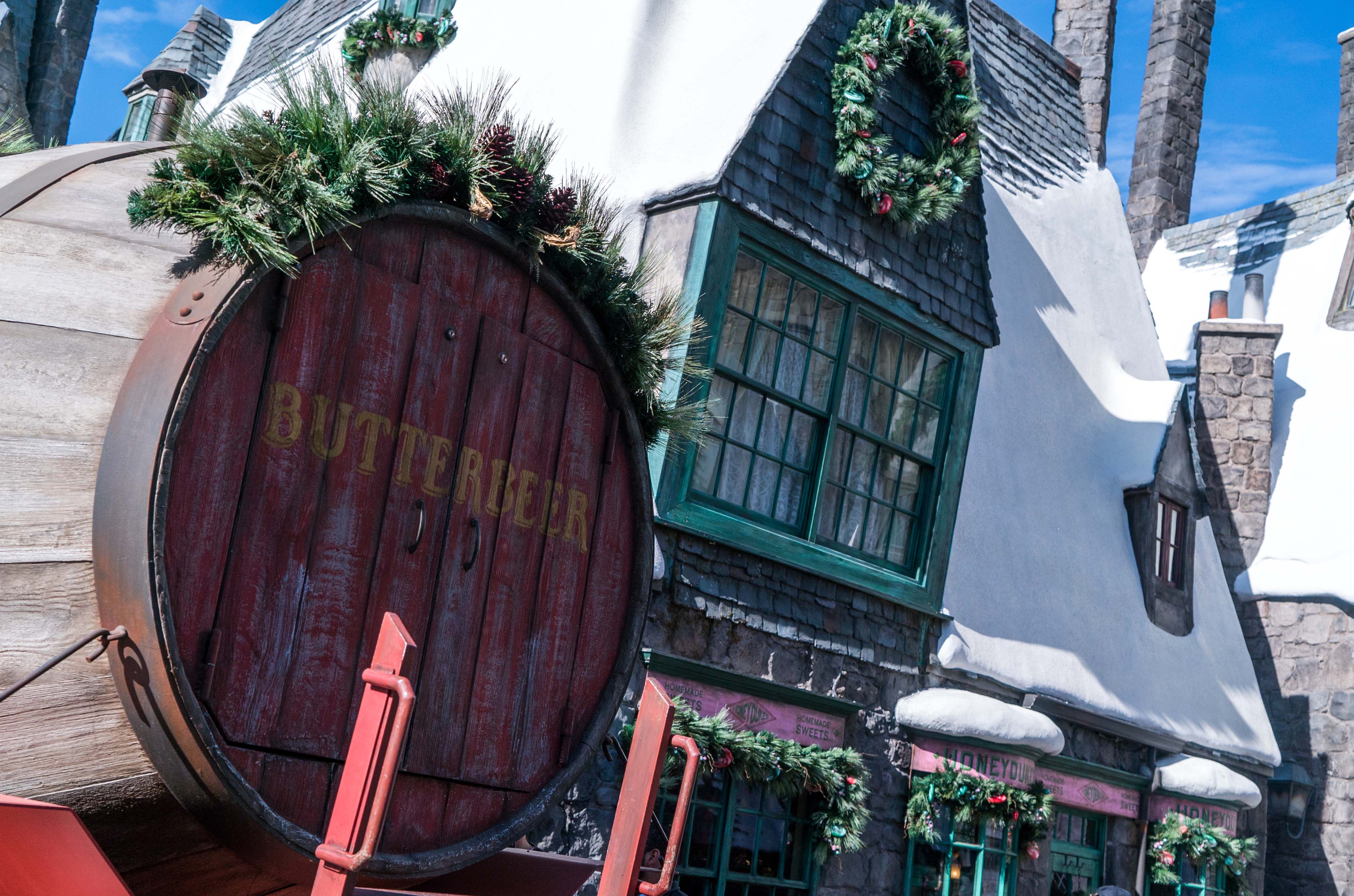christmas in the wizarding world of harry potter decor at universal studios hollywood
