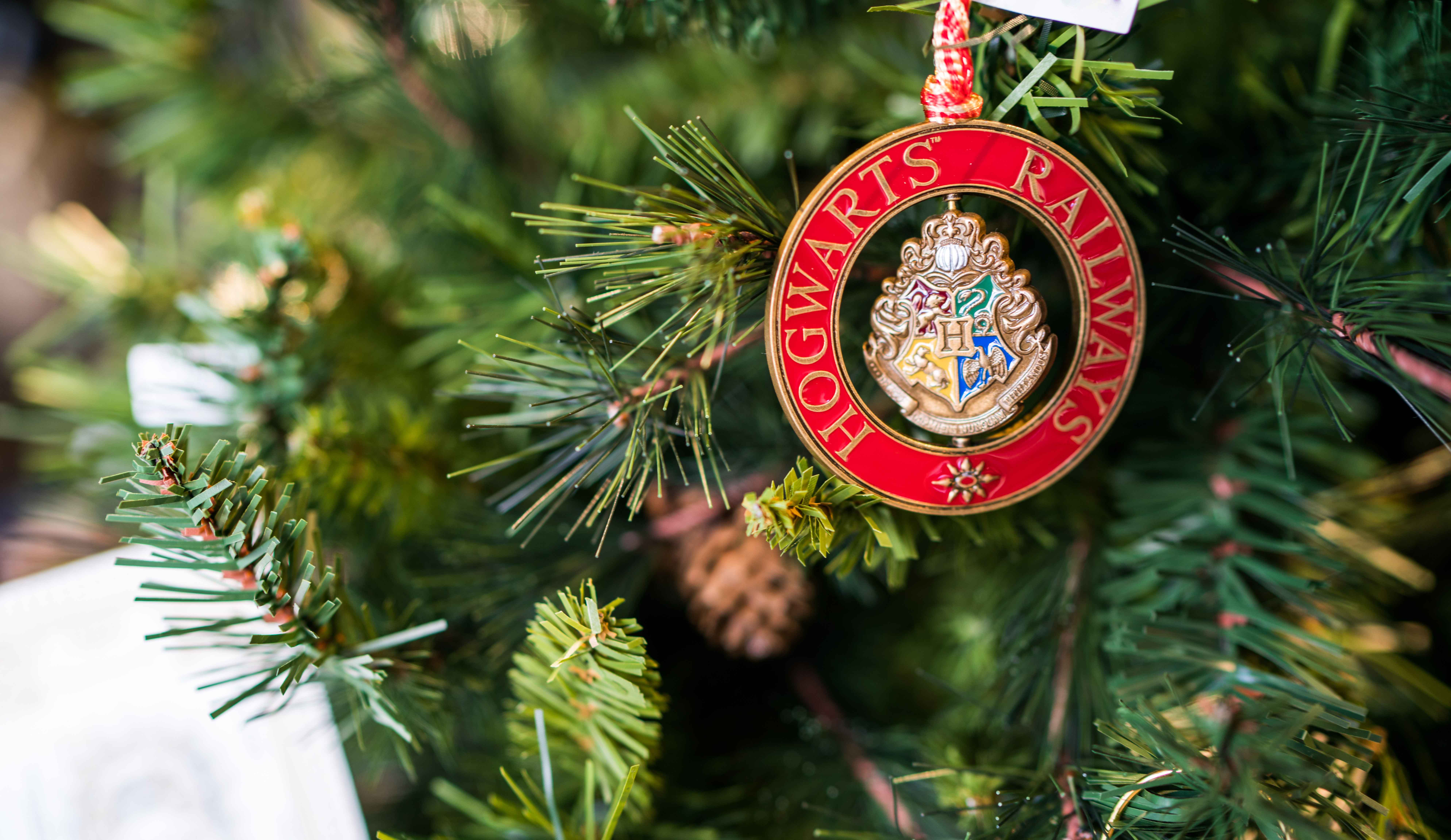 Harry Potter Christmas Ornaments Universal Studios.Christmas In The Wizarding World Of Harry Potter Arrives In