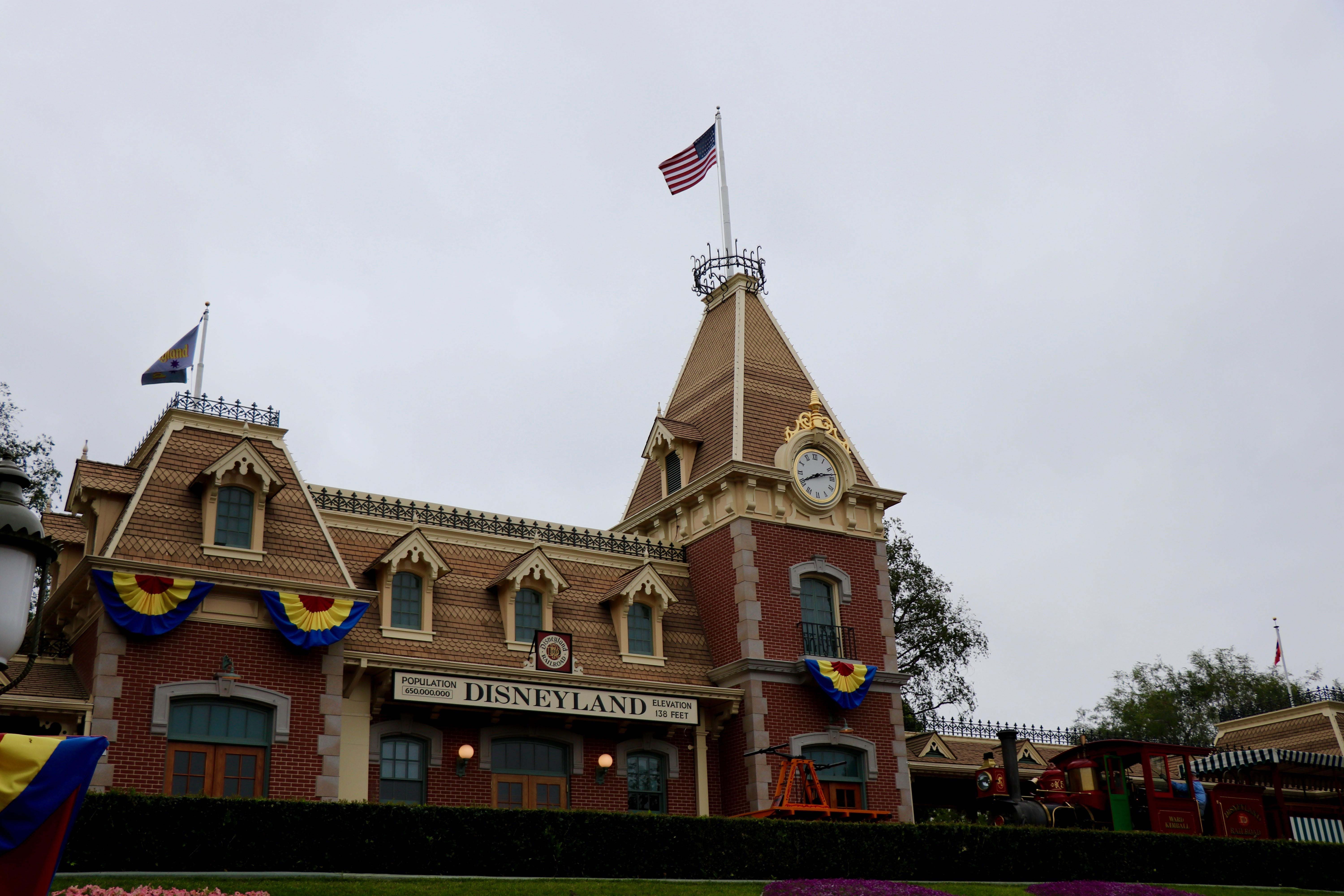 A Visit in Pictures: Pixar Pier and Disneyland – Theme Park Duo