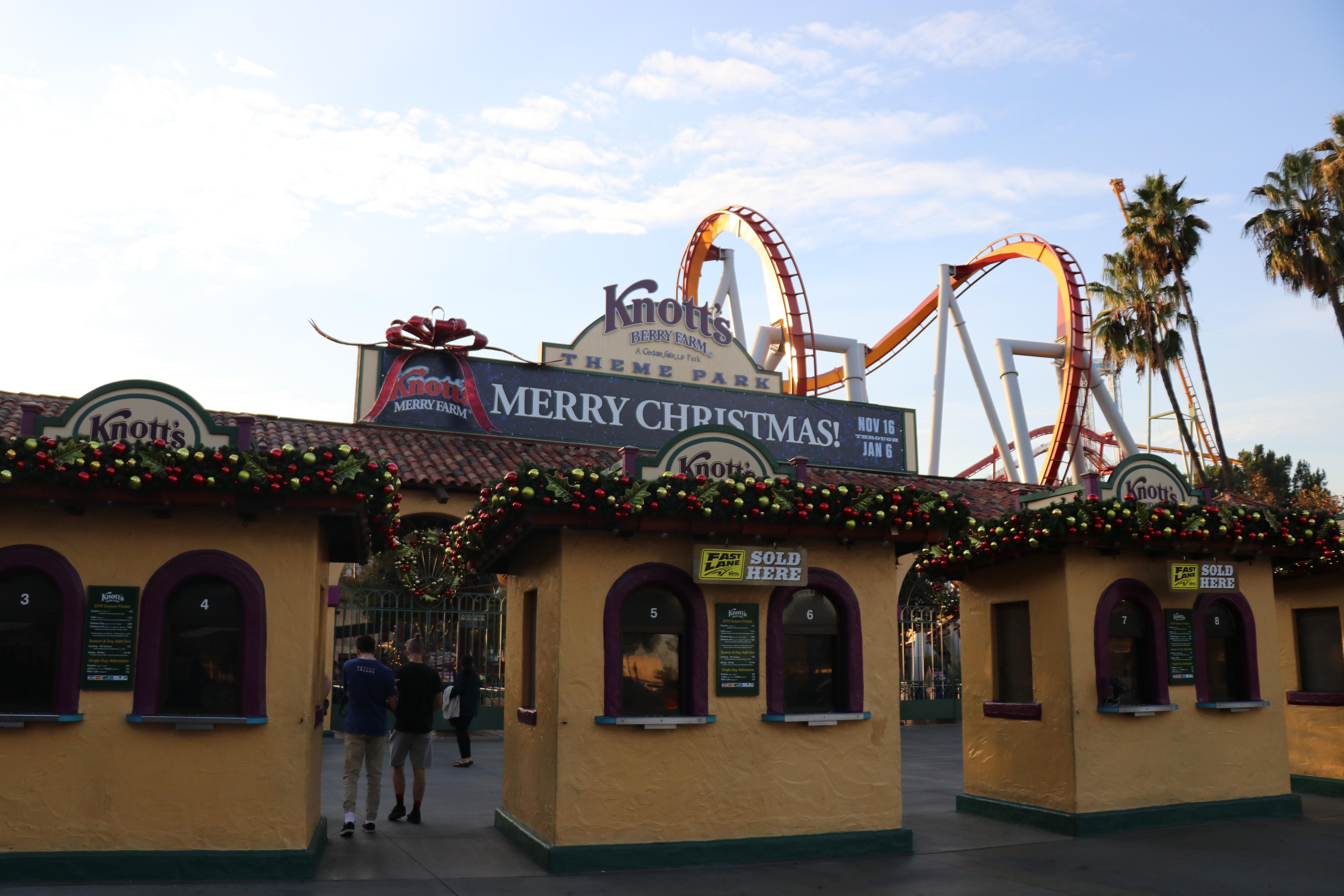 The Warm Spirit of Christmas is Alive and Well at Knott\'s Merry Farm ...