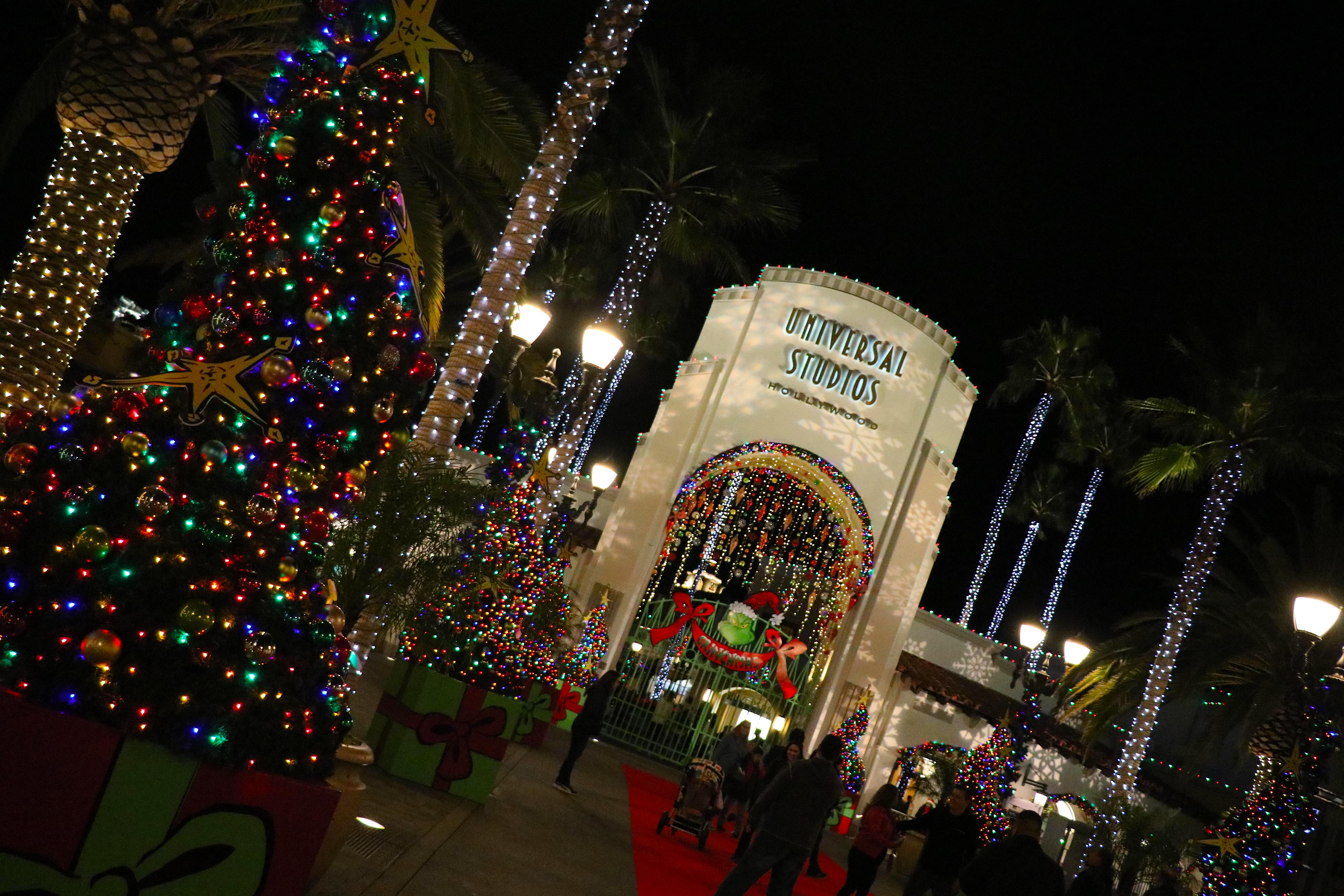 Christmas At Universal Studios Hollywood.Christmas Magic And Whoville Come Alive At Universal Studios